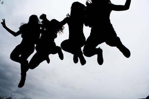 """chààpitre 4   :  lLes Fìlles _ ( L )""""Génération Blazé, Méche sur le Coté, Cheveux Foncés, Ciigettes Allumés, Converses au Pied, Slims Enfilés, Music Branché, Love a Volonté, Envie de Soirée, Besoin de Dansé, Vie en Fumé, Ados dégouté .."""""""