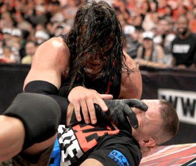 Kane s'en prend encore à John Cena !