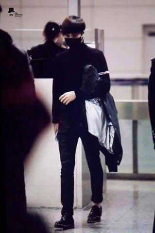 """Baekhyun protège Kai des """"attaques"""" des fans à l'aéroport de CAN"""