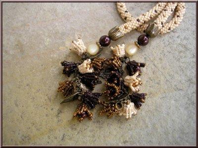 Crochet long et fleurs de muguet
