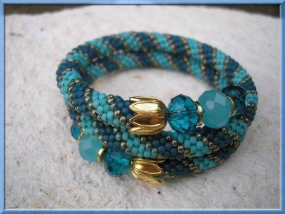 Bracelet crocheté sur fil mémoire