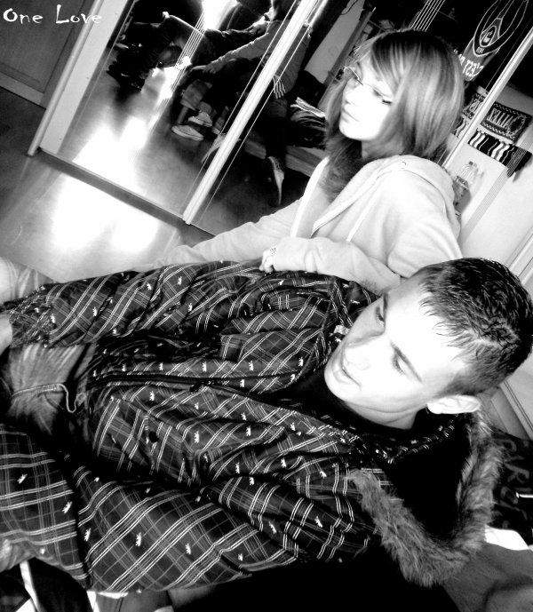 Il est surment la personne que j'ai envi le plus serré dans mes bras , mais aussi la personne que peur de voir en ce moment .