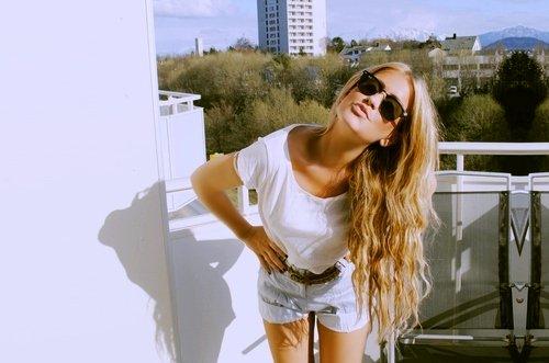 « Être fort, c'est rayonner de bonheur quand on est malheureux. C'est essayer de pardonner à quelqu'un qui ne mérite pas le pardon. C'est donner sans retour. C'est rester calme en plein désespoir. C'est être joyeux quand on ne l'est pas. C'est sourire quand on a envie de pleurer. C'est faire rire quand on a le c½ur en morceaux. C'est se taire quand l'idéal serait de crier à tous son angoisse. C'est consoler quand on a besoin d'être consolé soi-même .