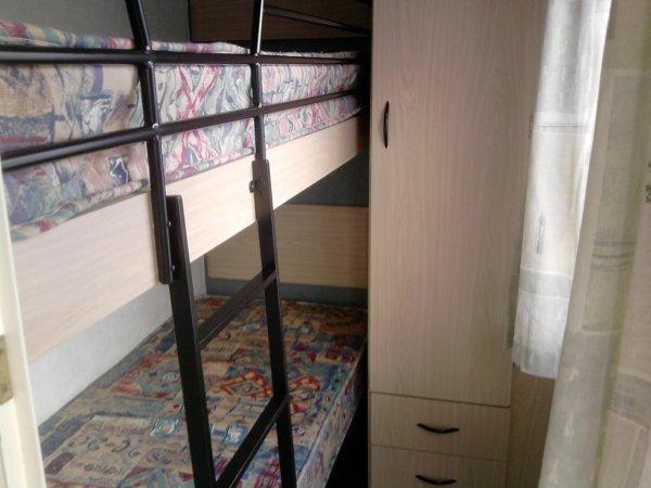 L'intérieur du Mobil-Home.. Coin Chambres et Sanitaires.