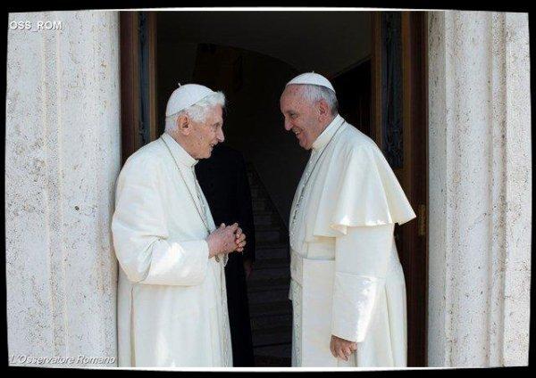 Benoît XVI à l'ouverture de la Porte Sainte de la basilique Saint-Pierre