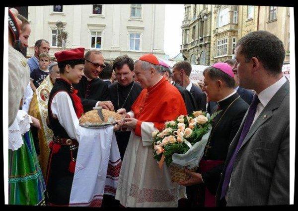 En Ukraine, le cardinal Parolin dénonce l'absurdité de la guerre