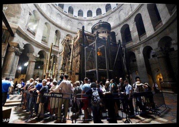 À Jérusalem, le tombeau du Christ est en cours de restauration