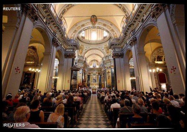 Une messe en hommage aux victimes de l'attentat à Nice