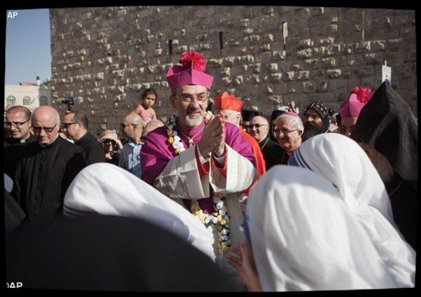 Mgr Pizzaballa a fait son entrée solennelle porte de Jaffa à Jérusalem