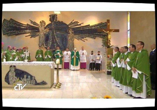 """""""Foi"""" et """"Service"""" au centre de la Messe du Pape à Bakou"""