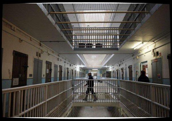 France : le Secours catholique auprès des détenus pour Noël