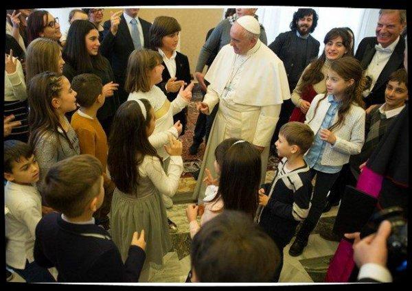 Le Pape invite les jeunes italiens à partager la joie de Noël