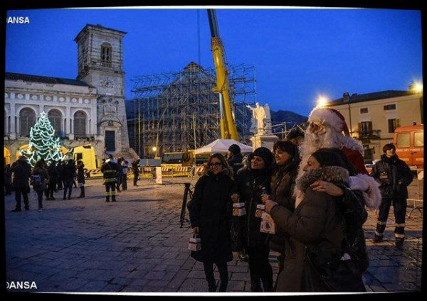 Les restaurateurs du Vatican sur les zones touchées par les séismes