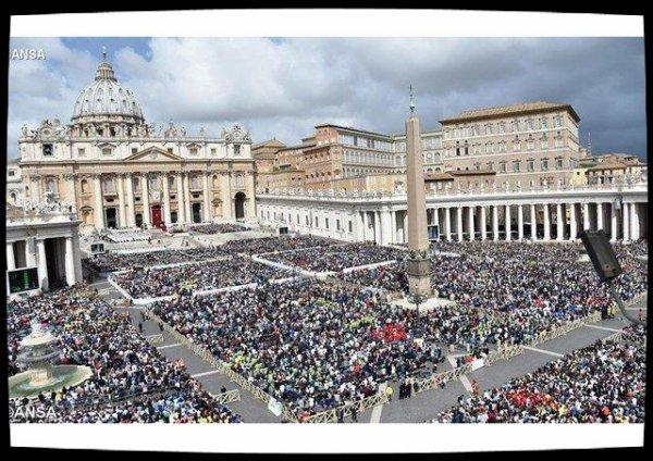 """Quatre millions de fidèles ont """"rencontré"""" le Pape au Vatican en 2016"""