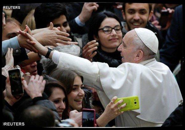 """Le Pape rencontre les étudiants de """"Roma Tre"""" : chercher la vérité donne un sens au chemin universitaire"""
