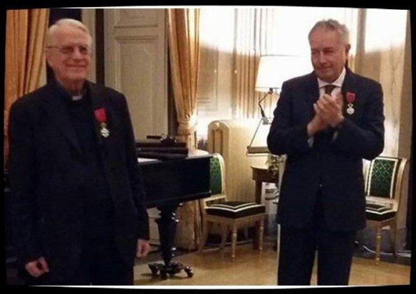 Le Père Fédérico Lombardi Officier de la Légion d'Honneur
