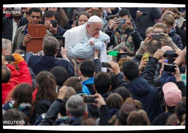 Accompagnement des couples et des familles : le Pape invite les curés à être «des ministres de la consolation»