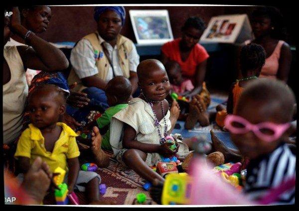 Une biblilothèque de rue redonne le sourire aux enfants centrafricains