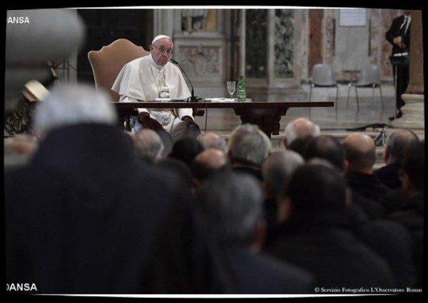 Le discours du Pape aux prêtres de Rome : mémoire, espérance et discernement