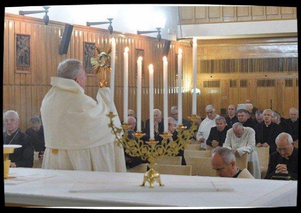 """Retraite de Carême : regarder """"avec un amour profond"""" Jésus crucifié"""