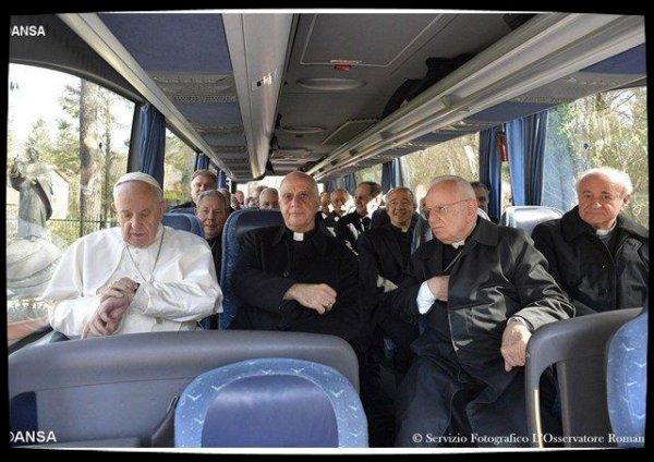 Fin des exercices spirituels, retour du Pape au Vatican