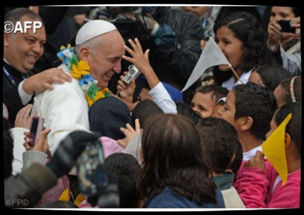 Quatre ans de pontificat du Pape François : une relation enthousiaste avec les jeunes