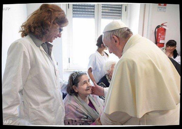 Visite surprise du Pape dans un centre pour aveugles et malvoyants