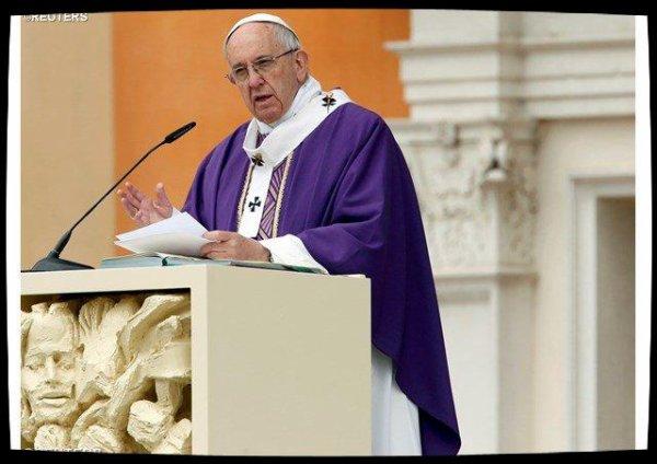 Le Pape à Carpi: «Choisir l'espérance plutôt que la tristesse des tombeaux»