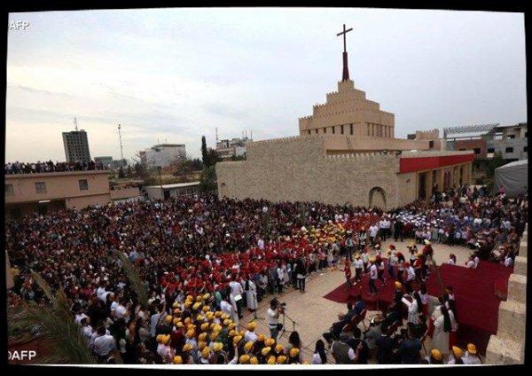 Les chrétiens d'Irak marchent pour la paix pendant la semaine Sainte