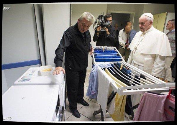 La «Blanchisserie du Pape François» pour les sans-abris ouvre ses portes
