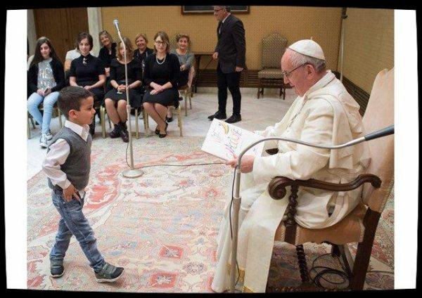 Le Pape reçoit en audience privée des enfants hospitalisés