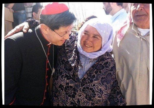 Pour Pâques, le cardinal Tagle appelle à rencontrer des migrants