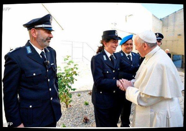 Le Pape François célèbre la messe de la Cène du Seigneur dans une prison