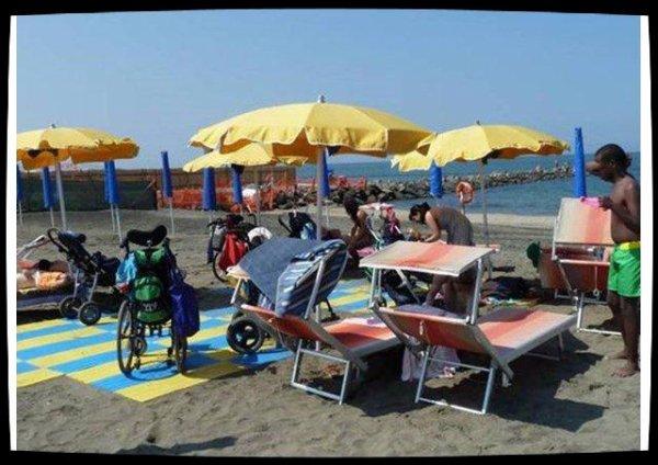 Le Pape offre une aide financière pour une plage accessible aux handicapés