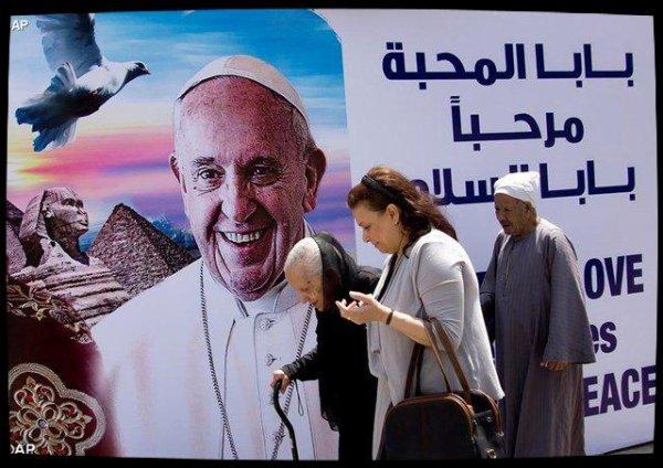Le Pape François accueilli en Égypte, un pays qui a soif de paix