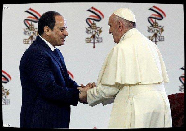 Face aux autorités civiles, le Pape appelle l'Égypte à ½uvrer pour la paix