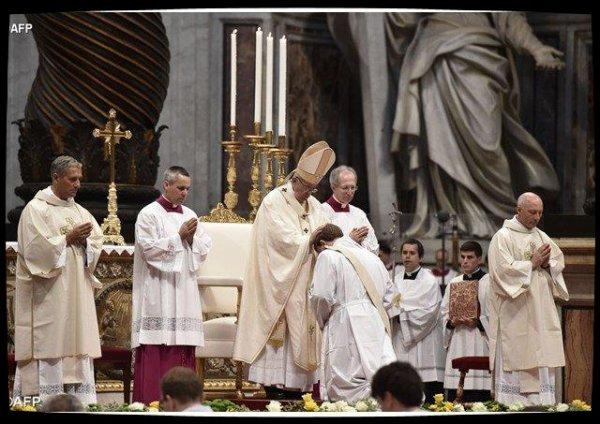 """Le Pape aux nouveaux prêtres: """"soyez des pasteurs du peuple de Dieu"""""""