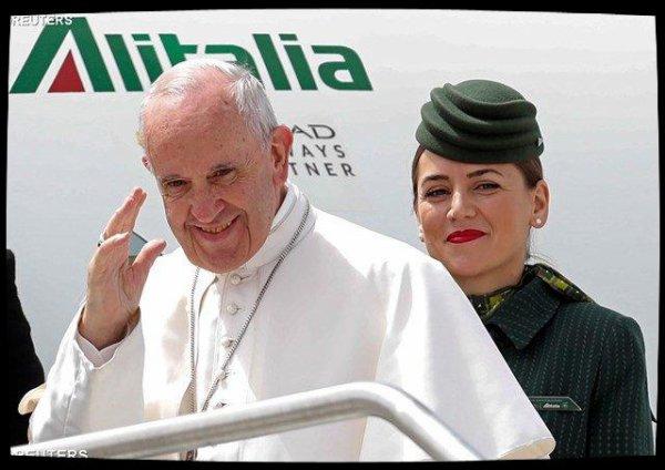 Le Pape en vol vers Fatima, rencontre six femmes avant de partir