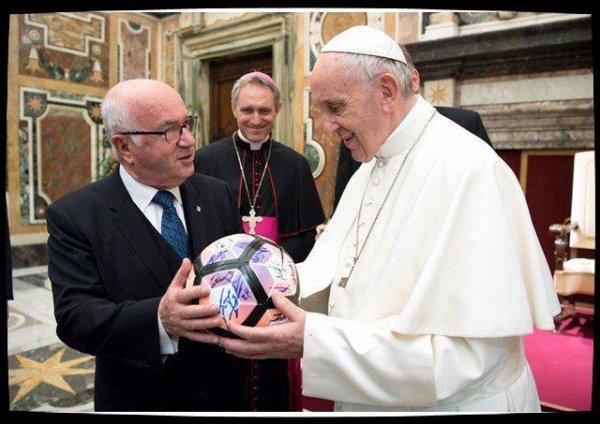«Soyez des exemples de loyauté et de concorde», demande le Pape aux footballeurs
