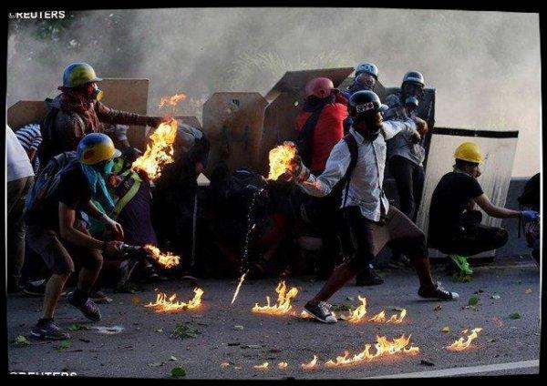 Venezuela : pour le cardinal Parolin, la sortie de crise passe par les urnes