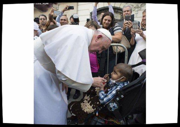 Le Pape téléphone aux enfants malades qu'il visitera samedi à Gênes