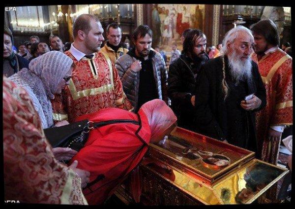 Les reliques de saint Nicolas exposées en Russie