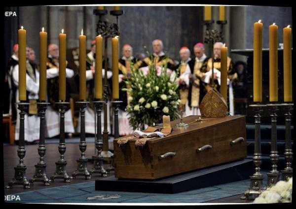 François et Benoît XVI ont rendu hommage au cardinal Meisner