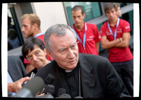 Le cardinal Parolin réagit aux expulsions de migrants à Rome