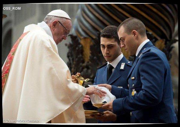 Le Pape aux gendarmes : Dieu est humble et s'humilie en nous attendant