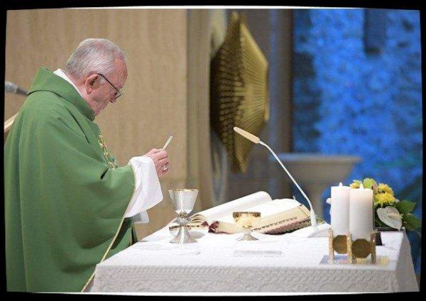 Messe à Sainte-Marthe: le Pape rappelle la solitude et l'abandon vécus par Jésus