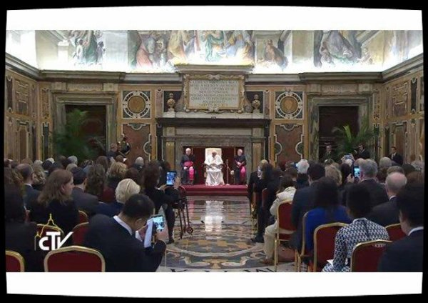Protection des mineurs sur Internet: le Pape appelle à une mobilisation urgente contre les réseaux pédophiles