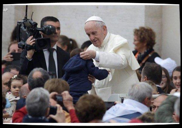 Mgr Vigano décrypte la communication du Pape dans un livre