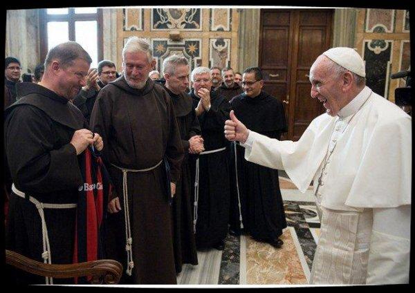 Le Pape aux franciscains: «serrez dans vos bras les lépreux de notre temps»