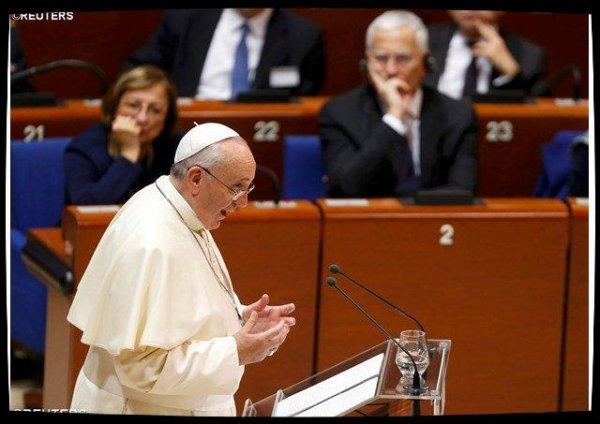 Le Pape François invite les catholiques à s'investir en politique